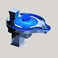 모던 데크 마운티드 LED / 폭포 with  도자기 발브 싱글 핸들 하나의 구멍 for  크롬 , 욕실 싱크 수도꼭지