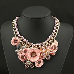 Naisten Riipus-kaulakorut Kristalli Flower Shape Gemstone Kristalli Metalliseos Muoti Eurooppalainen Statement-korut Vintage punottu