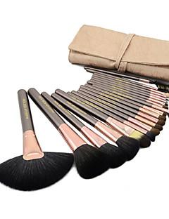 20-osainen ammattilaisten aidosta vuohenkarvasta valmistettu meikkisivellinsetti. Sisältää meikkilaukun (3 väriä)