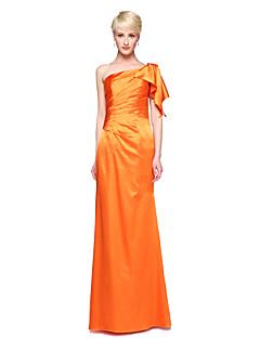 Szűk szabású Félvállas Földig érő Sztreccs szatén Koszorúslány ruha val vel Rakott által LAN TING BRIDE®