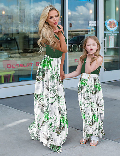cheap Family Matching Outfits-Mommy and Me Basic Boho Floral Ruched Print Sleeveless Maxi Dress Green
