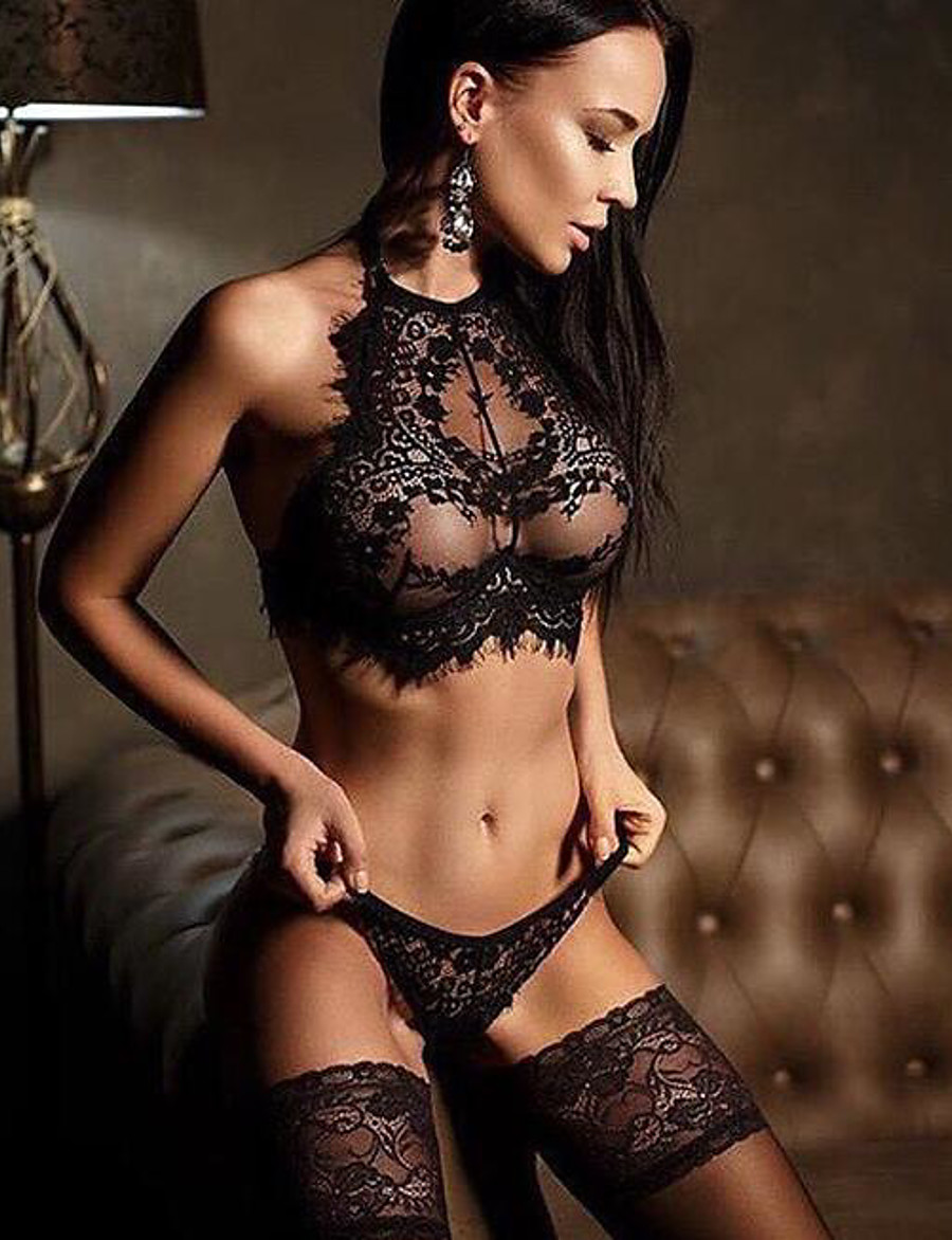 Women's Lace Backless Wireless Lace Bras Padless Full Coverage Bras & Panties Sets Solid Colored Sexy Gift Daily Wear Black White