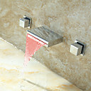billige Køkkenhaner-Håndvasken vandhane - Vandfald / LED Krom Vægmonteret To Håndtag tre hullerBath Taps / Messing