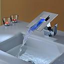 halpa Kylpyhuoneen lavuaarihanat-Kylpyhuone Sink hana - Vesiputous / LED Kromi Pöytäasennus Yksi kahva yksi reikä