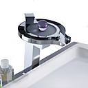 halpa Kylpyhuoneen lavuaarihanat-Kylpyhuone Sink hana - LED Kromi Vapaasti seisova Yksi kahva kaksi reikääBath Taps / Ruostumaton teräs
