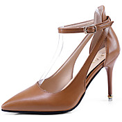 Mujer Zapatos Goma Verano Confort Sandalias Paseo Tacón Stiletto Dedo Puntiagudo Hebilla Rojo / Almendra / Morrón Oscuro