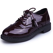 Mujer Zapatos Cuero Patentado Otoño Confort Oxfords Tacón Plano Dedo redondo Borla Negro / Borgoña