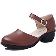 """billige Moderne sko-Dame Moderne Lær Sandaler utendørs Spenne Kubansk hæl Svart Hvit Rød Brun 1 """"- 1 3/4"""" Kan ikke spesialtilpasses"""