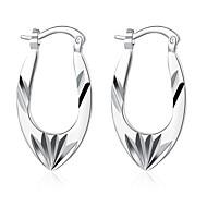 Brincos Curtos Brincos com Clipe Esculpido Europeu Prata de Lei Cobre Prata Chapeada Formato de Flor Prata Jóias ParaCasamento Festa