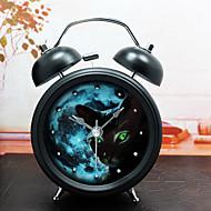 preiswerte Wecker-modernes Design und weiseniet Metall Wecker unheimliche Dunkelheit Katze stille Bewegung Tischuhr kreative Nacht Niet Uhr