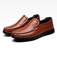 baratos Sapatos Masculinos-Homens Couro Verão / Outono Conforto Mocassins e Slip-Ons Caminhada Preto / Café / Castanho Claro / Festas & Noite