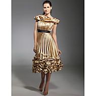 Γραμμή Α Ώμοι Έξω Κάτω από το γόνατο Ελαστικό Σατέν Κοκτέιλ Πάρτι Φόρεμα με Ζώνη / Κορδέλα / Βολάν / Πλισέ με TS Couture®