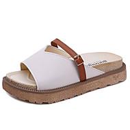 Mujer Zapatos PU Verano Confort Zapatillas y flip-flops Tacón Plano Remache Blanco / Negro / Almendra I5tjvTsSF
