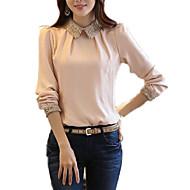 le donne indossano una camicetta slim - colletto tinta unita