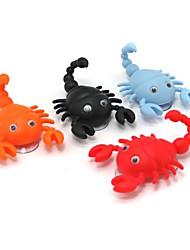 Mini forma de escorpião bonito gancho gancho de gancho de pothook 2 ventosas de cor aleatória