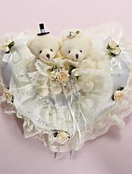 Anneau oreiller en satin blanc avec des ours et des dentelles belles