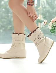 baratos -Mulheres Sapatos Courino Outono / Inverno Salto Baixo 15.24-20.32 cm / Botas Cano Médio Presilha Branco / Rosa / Bege