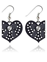 Feminino Brincos Compridos Amor Coração Estilo simples Oco Europeu bijuterias Liga Formato de Coração Jóias Para Festa Diário Casual