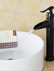economico -Tradizionale Installazione centrale Cascata with  Valvola in ceramica Uno Una manopola Un foro for  Bronzo lucidato , Lavandino rubinetto