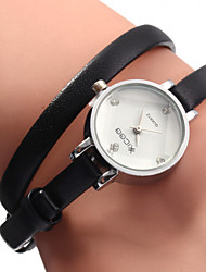 baratos -Mulheres Relógio de Moda / Bracele Relógio Japanês Relógio Casual Couro Banda Amuleto Preta / Branco / Marrom / Um ano