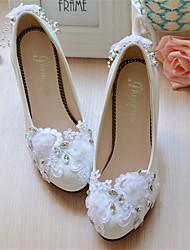 preiswerte -Damen Schuhe Satin Leder Frühling Sommer Stöckelabsatz Runde Zehe Booties / Stiefeletten Perlenstickerei Applikationen für Hochzeit Weiß