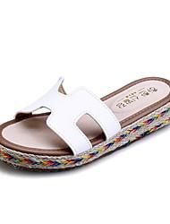 Недорогие -женская обувь пу плоские пятки комфорт / круглые сандалии пальца ноги платье черный / коричневый / зеленый / белый