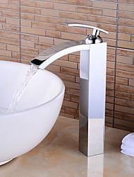 Недорогие -Смеситель для ванны - Вытяжной смеситель / Водопад / Широко распространенный Хром По центру Одной ручкой одно отверстиеBath Taps