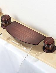 Недорогие -Ванная раковина кран - Водопад / Широко распространенный Начищенная бронза Разбросанная Две ручки три отверстияBath Taps