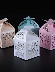 Недорогие -50pcs цветок кружева свадьбы благосклонность коробка конфеты окно свадебное украшение
