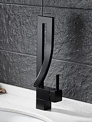Античный По центру Водопад Керамический клапан Одно отверстие Одной ручкой одно отверстие Начищенная бронза , Ванная раковина кран