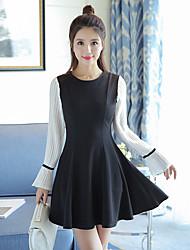 2017 forår nye kvindelige små duftende vind trompet ærmer slank langærmet kjole et ord lille sort kjole efterår og vinter