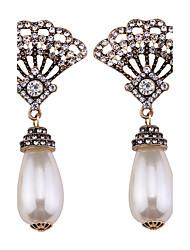 abordables -Femme Bikini Perle Boucles d'oreille goutte - Personnalisé / Mode / Bikini Blanc Ovale Des boucles d'oreilles Pour Mariage / Soirée /