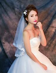 cheap -One-tier Lace Applique Edge Wedding Veil Elbow Veils Fingertip Veils With Applique Pattern Lace Tulle