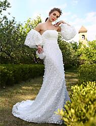 bainha / coluna strapless tribunal trem renda vestido de noiva com flor por huaxirenjiao