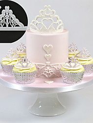 2pcs Crown Plastic Fondant Cutter Tiara Cake Mold Fondant Cupcake Clay Decorating Tools