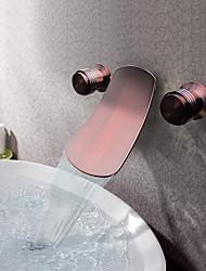 Недорогие -Античный Разбросанная Водопад Настенное крепление Медный клапан Две ручки три отверстия Начищенная бронза , Ванная раковина кран