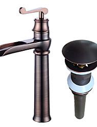 Недорогие -По центру Водопад Керамический клапан Одной ручкой одно отверстие Начищенная бронза, Ванная раковина кран