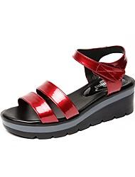 Недорогие -Жен. Обувь Искусственное волокно Лето Удобная обувь Сандалии Туфли на танкетке Открытый мыс для Для праздника Черный Красный Синий