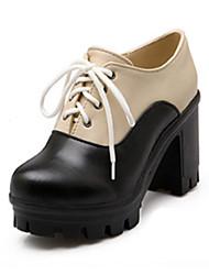baratos -Mulheres Sapatos Couro Ecológico Primavera / Outono Conforto / Inovador Saltos Salto Robusto Dedo Apontado Botas Cano Médio Tachas Bege /