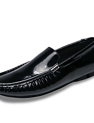 Недорогие -Муж. обувь Дерматин Весна Осень Обувь для дайвинга Мокасины и Свитер для Повседневные Белый Черный Синий Винный