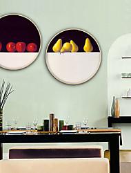 Недорогие -Натюрморт Продукты питания Иллюстрации Предметы искусства,Пластик материал с рамкой For Украшение дома Предметы искусства в рамках