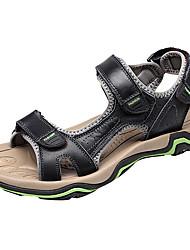 baratos -Homens sapatos Pele Primavera Verão Conforto Chinelos e flip-flops para Casual Ao ar livre Preto Marron
