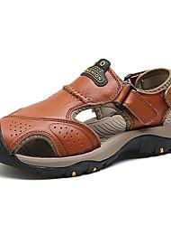 Недорогие -Муж. Кожа Лето Удобная обувь Сандалии Коричневый / Темно-коричневый / Хаки