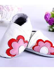 Недорогие -Дети обувь Кожа Весна Осень Обувь для малышей Удобная обувь На плокой подошве для Повседневные Белый Красный