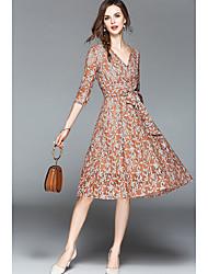 Недорогие -Жен. Большие размеры Тонкие А-силуэт / Оболочка Платье - Однотонный, Кружева V-образный вырез До колена