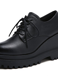 preiswerte -Damen Schuhe Leder Frühling / Herbst Komfort Outdoor Swing-Tanz Schuhe Creepers Schwarz