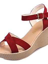 Недорогие -Жен. Обувь Резина Весна Удобная обувь Сандалии Туфли на танкетке для на открытом воздухе Черный Бежевый Вино