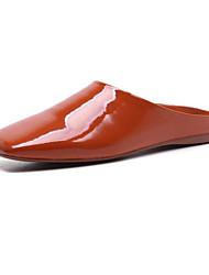 abordables -Femme Chaussures Cuir Verni Printemps / Eté Confort Sabot & Mules Talon Plat Noir / Orange / Jaune