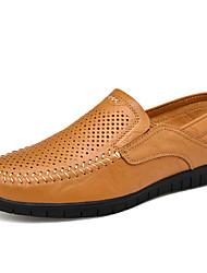 baratos -Homens Sapatos de couro Pele Primavera / Verão Negócio / Casual Mocassins e Slip-Ons Respirável Preto / Marron