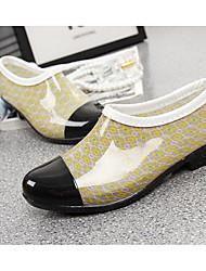 baratos -Mulheres Sapatos Pele PVC Primavera Botas de Chuva Botas Sem Salto Preto / Claro / Khaki